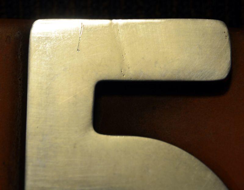画像4: プレート「DE151520」側面